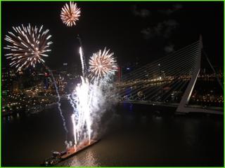 Pyromusical geschoten tijdens de Wereldhavendagen te Rotterdam